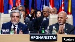 Owganystanyň prezidenti Aşraf Gani (sagda) we baş dolandyryjysy Abdullah Abdullah (arhiw suraty)