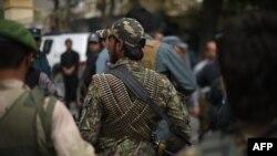 Pjesëtarë të forcave të sigurisë afgane në vendin ku ka ndodhur sulmi vetëvrasës në Pangham