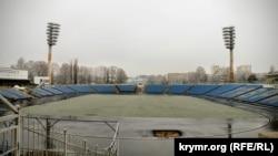 Покинутий стадіон Локомотив у Сімферополі