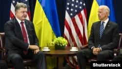Петро Порошенко (праворуч) і Джо Байден (архівне фото)