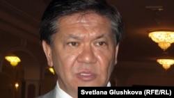 Қазақстан президентінің саяси мәселелер жөніндегі кеңесшісі Ермұхамет Ертісбаев. Астана, 12 шілде 2012 ж.