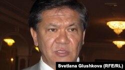 Қазақстан президентінің саяси мәселелер бойынша кеңесшісі Ермұхамет Ертісбаев. Астана, 12 шілде 2012 жыл.