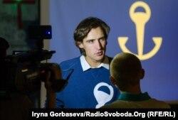 Дизайнер Сергей Родионов во время презентации нового бренда Мариуполя