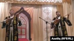 """Новосибирскида """"Себер чәйханәсе"""" дусларын җыйды"""