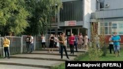 Protest ispred Upravne zgrade Opšte bolnice u Novom Pazaru, 14. avgust 2020.