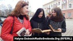 Учасники Шевченківських читань в центрі Івано-Франківська, 9 березня 2017 року