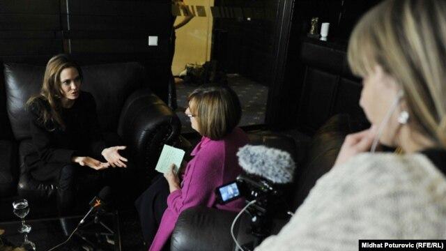 Angelina Jolie intervjua za RSE. Sa glumicom i rediteljicom razgovarala direktorica Balkanskog servisa RSE Gordana Knežević.