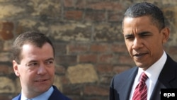 U.S. President Barack Obama (right) and his Russian counterpart Dmitry Medvedev at Prague Castle on April 8.