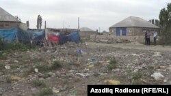 Xaçmaz şəhərində yaşayış evlərinin yaxınlığında zibilxana.