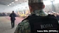 Trenutačno u Oružanim snagama djeluje oko 3.900 profesionalnih vojnika, a njihova prosječna plaća je 330 eura.