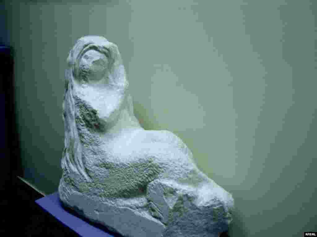 Сынчы-рәссам Бакый Урманчының Кама Тамагында эшләп бетерелмәгән сыны - Кама Тамагы