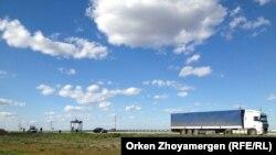 Астана-Бурабай автобанындағы жүк көлігі. 25 мамыр 2013 жыл.