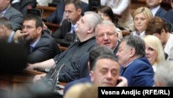 Normalna parlamentarna debata postala je retkost u srpskom parlamentu