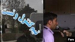 Азаматтардың арақ ішкен--ішпегенін полиция тексеріп жатыр. Иран.