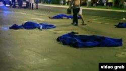 Телы убитых в результате теракта в Ницце.