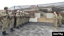 Իլհամ Ալիևը հանդիպում է ադրբեջանցի զինծառայողների հետ, արխիվ