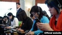 Кыргызские журналисты за работой.