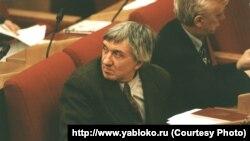 Дзесяць гадоў таму памёр журналіст, дэпутат Дзярждумы Расеі Юры Шчакачыхін.