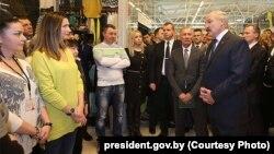 Аляксандар Лукашэнка ў гандлёвым цэнтры «Экспабел»