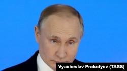 Президент РФ Владимир Путин во время выступления с ежегодным посланием к Федеральному Собранию