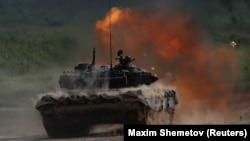 آتش گرفتن یک تانک شرکتکننده در رقابتهای نظامی مسکو