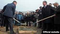 Евгений Дод жана Алмазбек Атамбаев, 27-октябрь, 2012-жыл