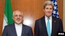 Иран сыртқы істер министрі Жавад Зариф (сол жақта) пен АҚШ мемлекеттік хатшысы Джон Керри. Женева, 22 ақпан 2015 жыл.