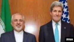 Министр иностранных дел Ирана Джавад Зариф (слева) и госсекретарь США Джон Керри во время переговоров в Женеве, 22 февраля 2015 года.