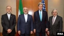 از راست: ارنست مونیز وزیر انرژی آمریکا، جان کری، وزیر خارجه آمریکا، محمدجواد ظریف، وزیر خارجه ایران، علیاکبر صالحی، مدیر سازمان انرژی اتمی ایران