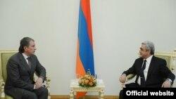 Президент Армении Серж Саргсян принимает президента «Роснефти» Игоря Сечина, Ереван, 4 апреля 2013 г.