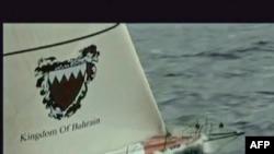 Кадри іранське телебачення показують захоплену Іранською революційною гвардією яхту з п'ятьма британськими яхтсменами, 1 грудня 2009 року.