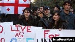 Тбилисские студенты говорят на одном языке со своим президентом