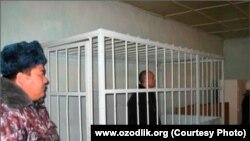 Осужденный на 20 лет тюрьмы по обвинению в убийстве Алишера Саипова Абдуфарит Расулов в зале Ошского суда.