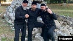 Спикер чеченского парламента Магомед Даудов (справа), глава Чечни Рамзан Кадыров (в центре) и депутат Госдумы РФ от Чечни Адам Делимханов