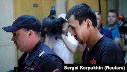 Анарбек уулу Чынгыз, сбивший пешеходов возле Красной площади, прибывает на судебное заседание в Москве, 18 июня 2018 года.