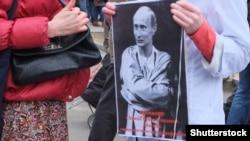 Плакат учасників акції протесту проти агресії режиму Путіна щодо України. Москва, 15 березня 2014 року