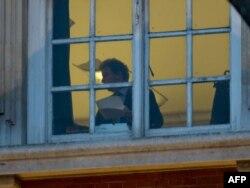 Олівер Летвін за вікном свого офісу