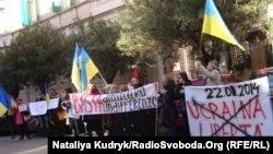 Під час акції біля посольства України в Римі, 6 лютого 2014 року