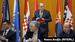 Министерска конференција за решавање на проблемот со бегалците во поранешна Југославија во Белград.