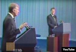 Джимми Картер (слева) и Рональд Рейган во время президентских дебатов в 1980 году