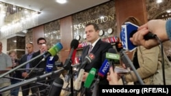 Ivica Daçiq duke folur sot para gazetarëve pas takimit të Grupit të kontaktit për Ukrainën në Minsk