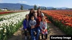 Lilian Cazacu și familia sa în Canada