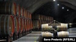 Vinski podrum Šipčanik se nalazi na više od 30 metara ispod zemlje na mjestu starog vojnog aerodroma iz vremena Titove Jugoslavije