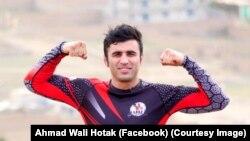 احمد ولی هوتک، بازیکن افغان در کشتی آزاد