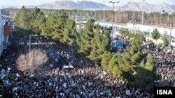 ازدحام جمعیت در شهر قم در مراسم تشییع و خاکسپاری آیتالله منتظری