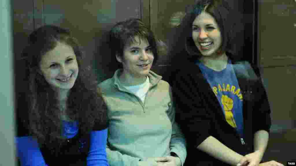 Yekaterina Samutsevich, Maria Alyokhina, and Nadezhda Tolokonnikova sit in court.