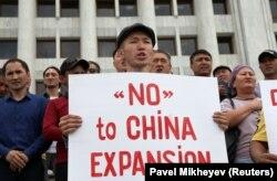Участники выступления в Алматы в поддержку жанаозенцев, требовавших остановить совместные с Китаем проекты. Алматы, 4 сентября 2019 года.