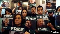 Активісти Greenpeace у Гонконгу біля посольства Росії виступають на захист своїх затриманих колег, 27 вересня 2013 року