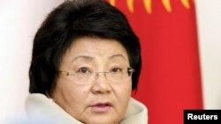 Покидающая пост президента страны Роза Отунбаева. Бишкек, 30 октября 2011 года.