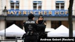 Полиция перед открытием Мюнхенской конференции по безопасности, 14 февраля 2020 года
